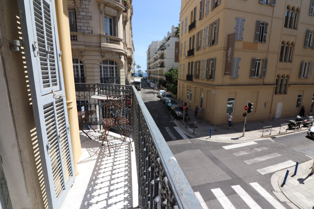 Appartement à louer 4 131.4m2 à Nice vignette-9