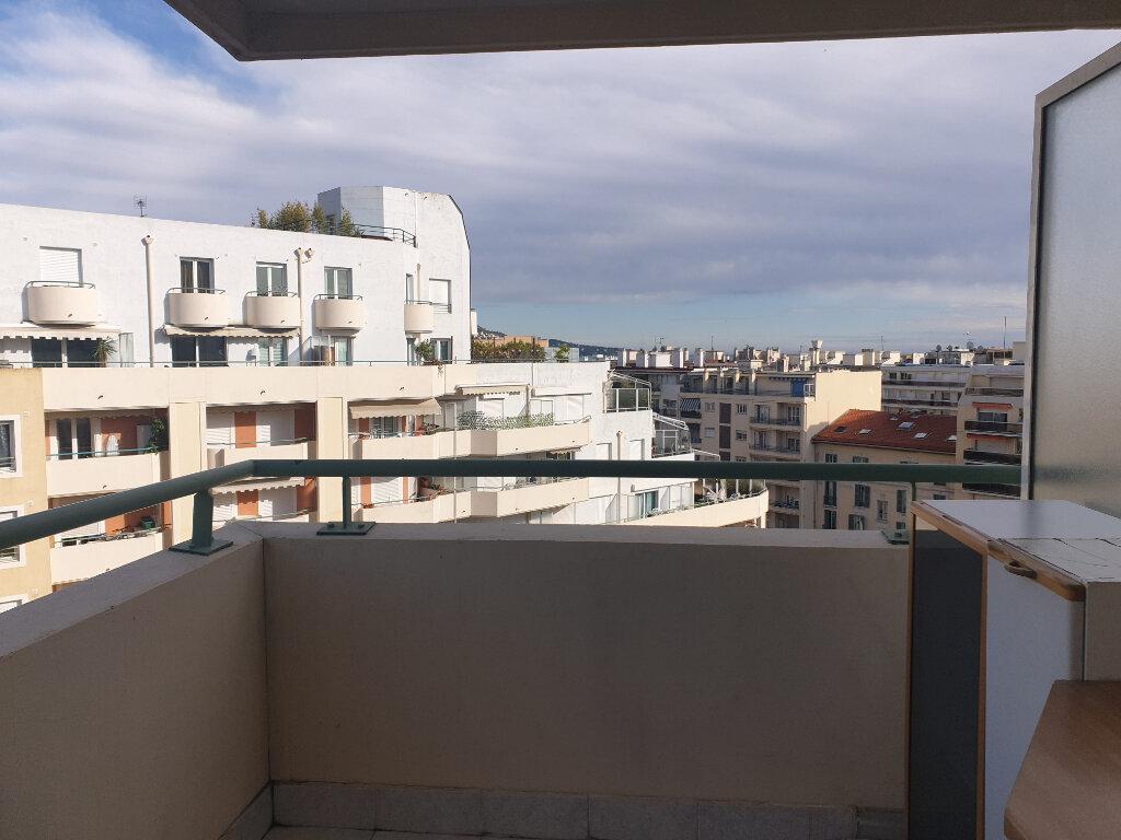 Appartement à louer 2 26.41m2 à Nice vignette-10