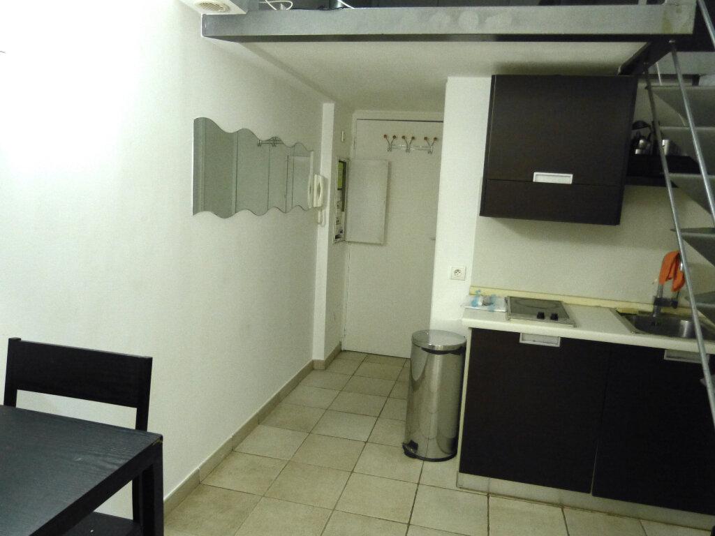 Appartement à louer 1 17.88m2 à Nice vignette-1