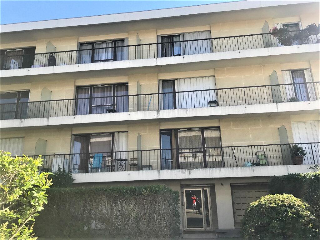 Appartement à louer 1 28m2 à Livry-Gargan vignette-3