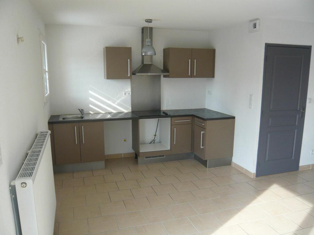 Maison à louer 3 62.7m2 à Lignan-sur-Orb vignette-2