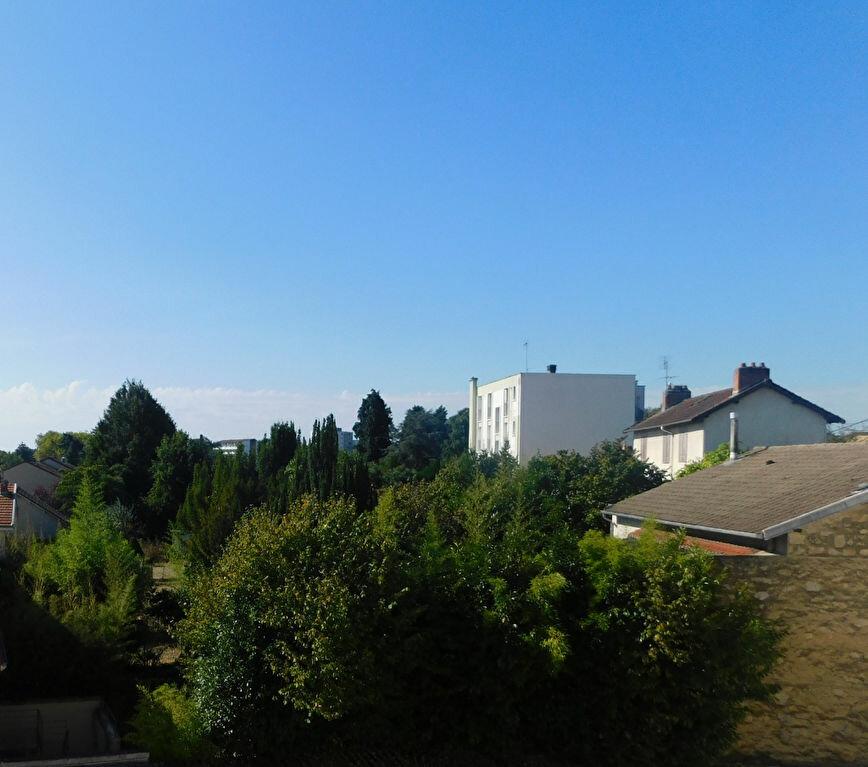 Appartement à louer 3 68m2 à Limoges vignette-2