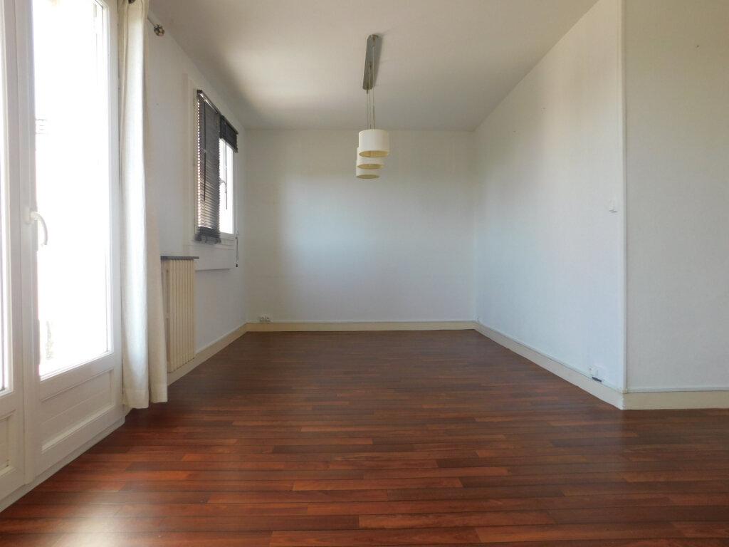 Appartement à louer 3 68m2 à Limoges vignette-3