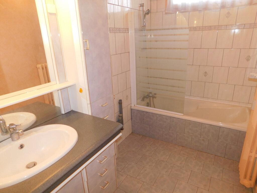 Appartement à louer 3 65.91m2 à Limoges vignette-5
