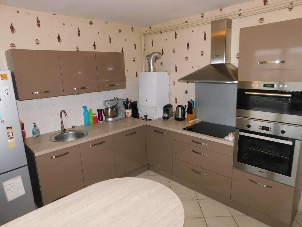 Appartement à louer 3 65m2 à Limoges vignette-1