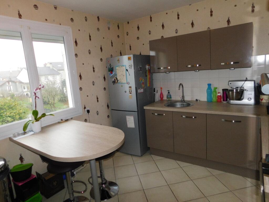Appartement à louer 3 65m2 à Limoges vignette-2
