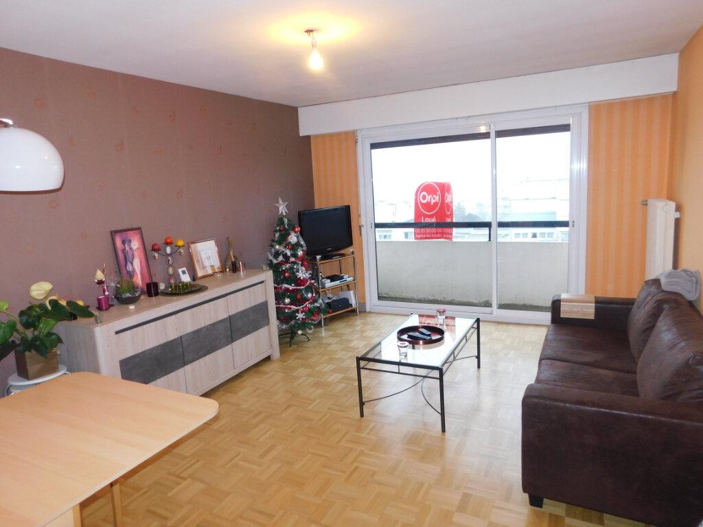 Appartement à louer 3 65m2 à Limoges vignette-3