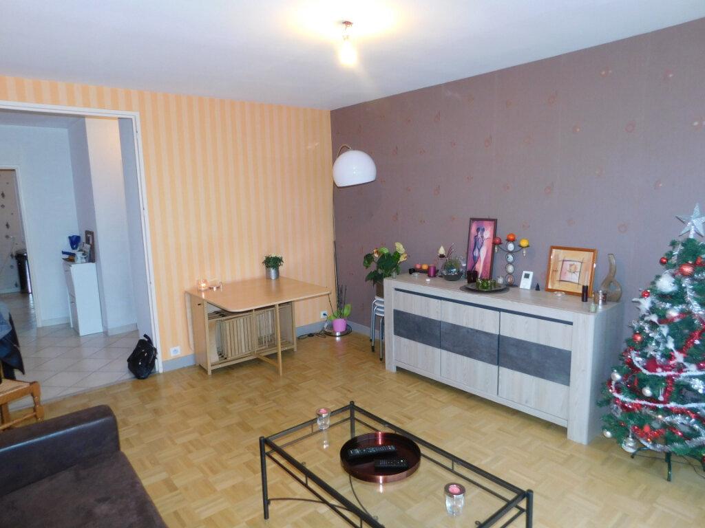 Appartement à louer 3 65m2 à Limoges vignette-4