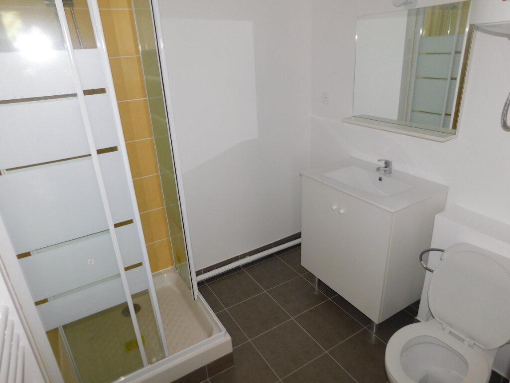 Appartement à louer 1 28m2 à Limoges vignette-4