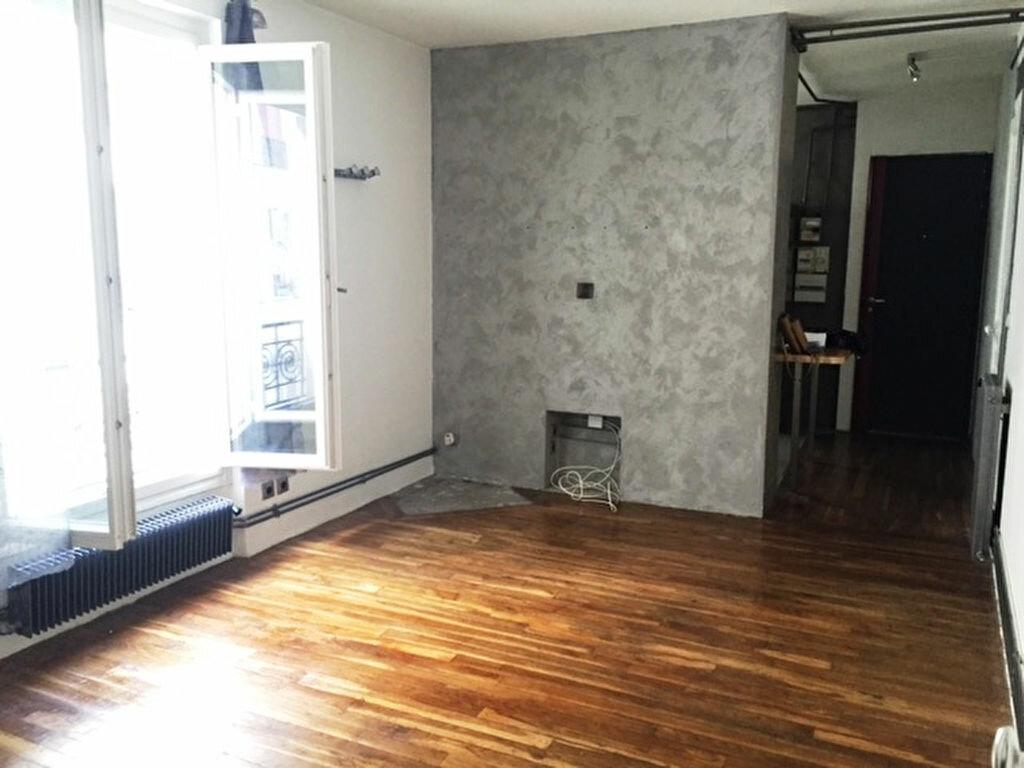 Appartement à louer 2 45m2 à Paris 18 vignette-1