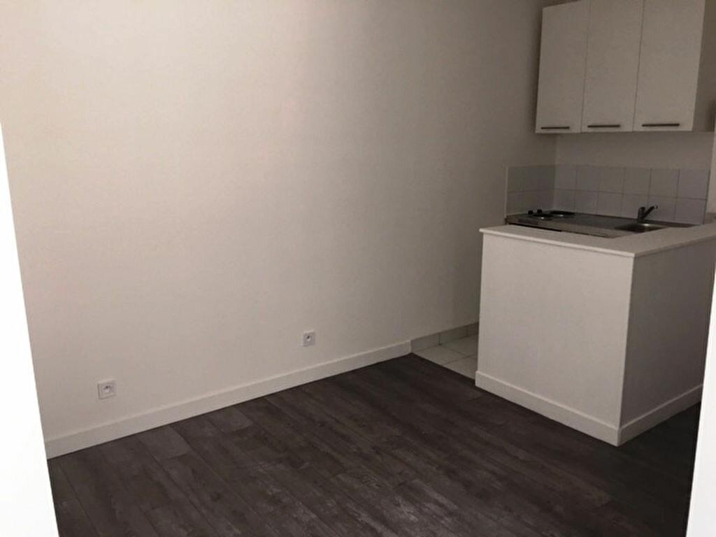 Appartement à louer 2 32m2 à Paris 9 vignette-2