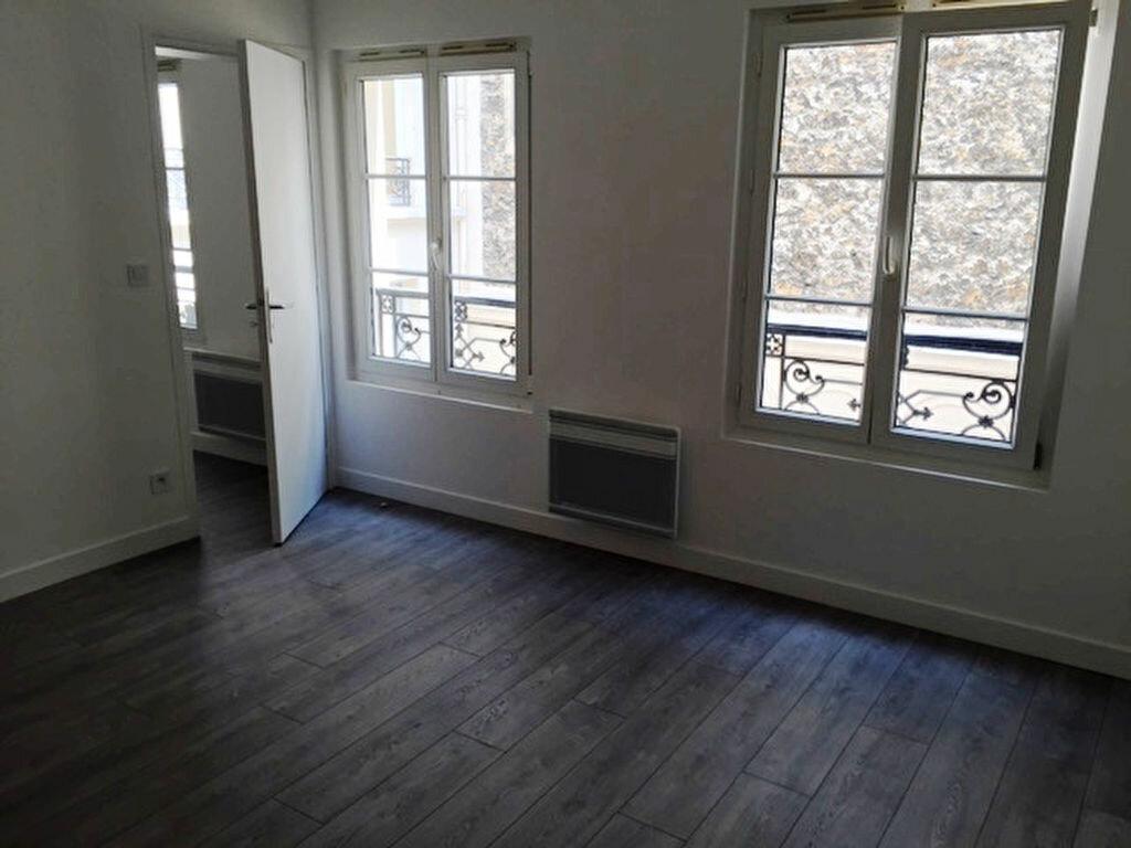 Appartement à louer 2 32m2 à Paris 9 vignette-3