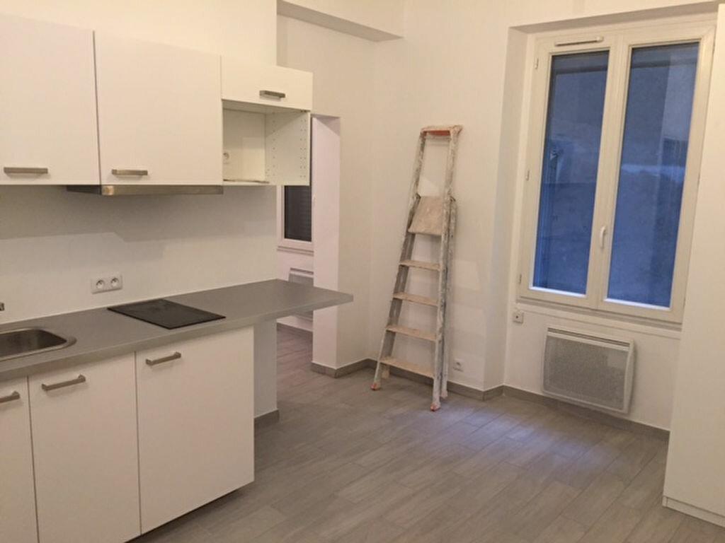 Appartement à louer 2 25m2 à Paris 10 vignette-1