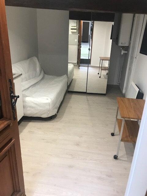 Appartement à louer 1 13.12m2 à Paris 10 vignette-1