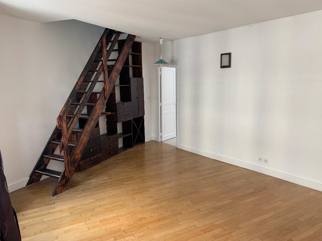 Appartement à vendre 3 69.26m2 à Paris 10 vignette-2