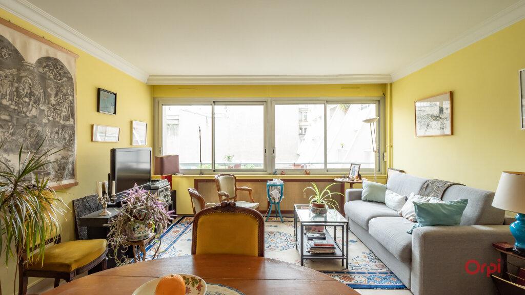 Appartement à vendre 3 72m2 à Paris 10 vignette-1