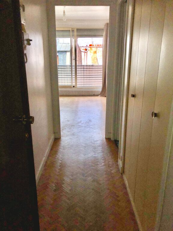 Appartement à louer 1 28.28m2 à Paris 11 vignette-1
