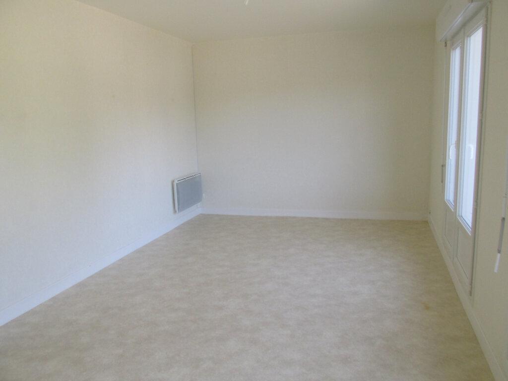 Appartement à louer 4 76m2 à Château-Renard vignette-1
