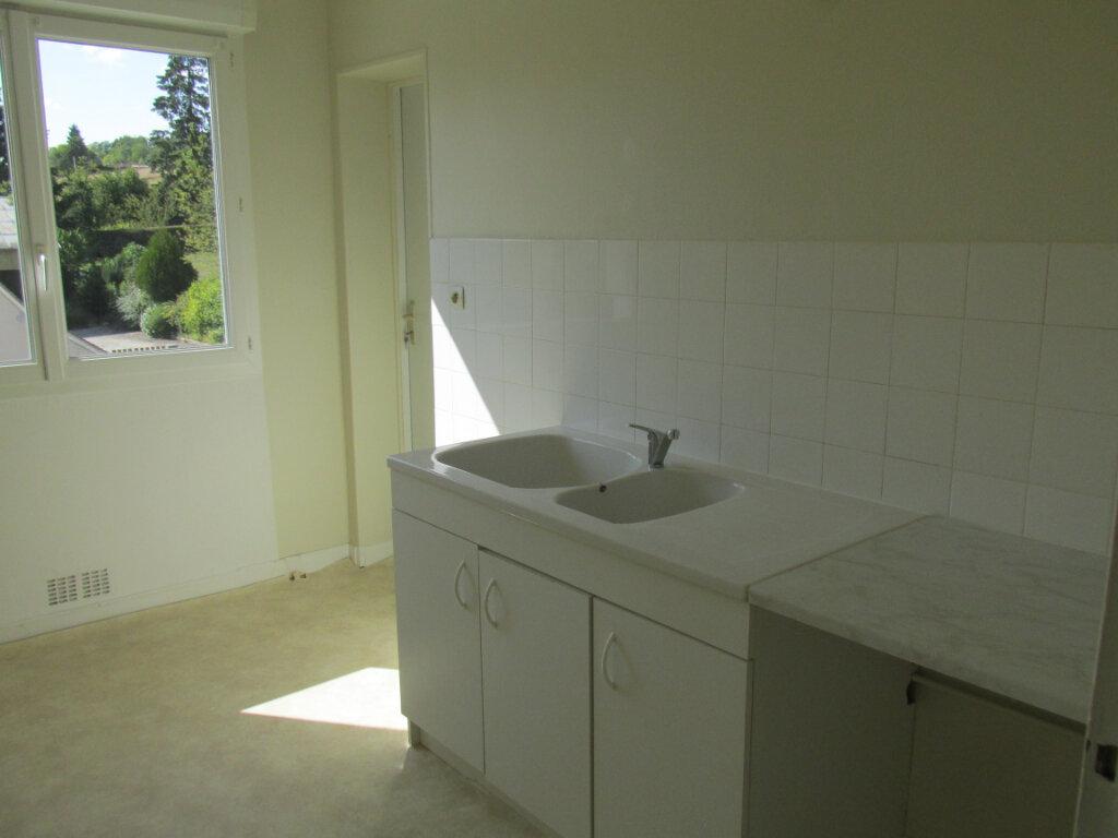 Appartement à louer 4 76m2 à Château-Renard vignette-2