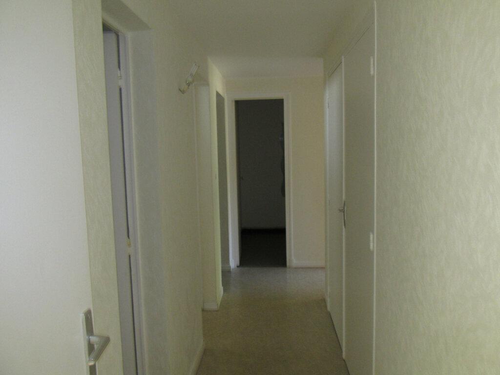 Appartement à louer 4 76m2 à Château-Renard vignette-5