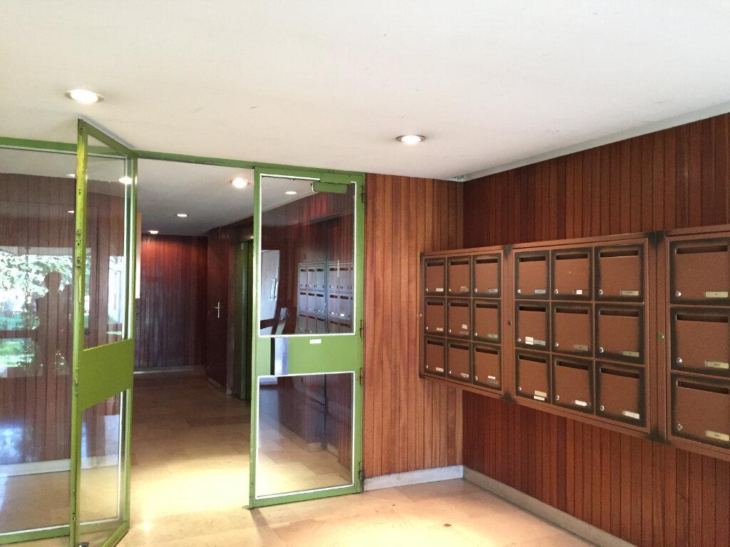 Appartement à vendre 3 67.7m2 à Avignon vignette-1