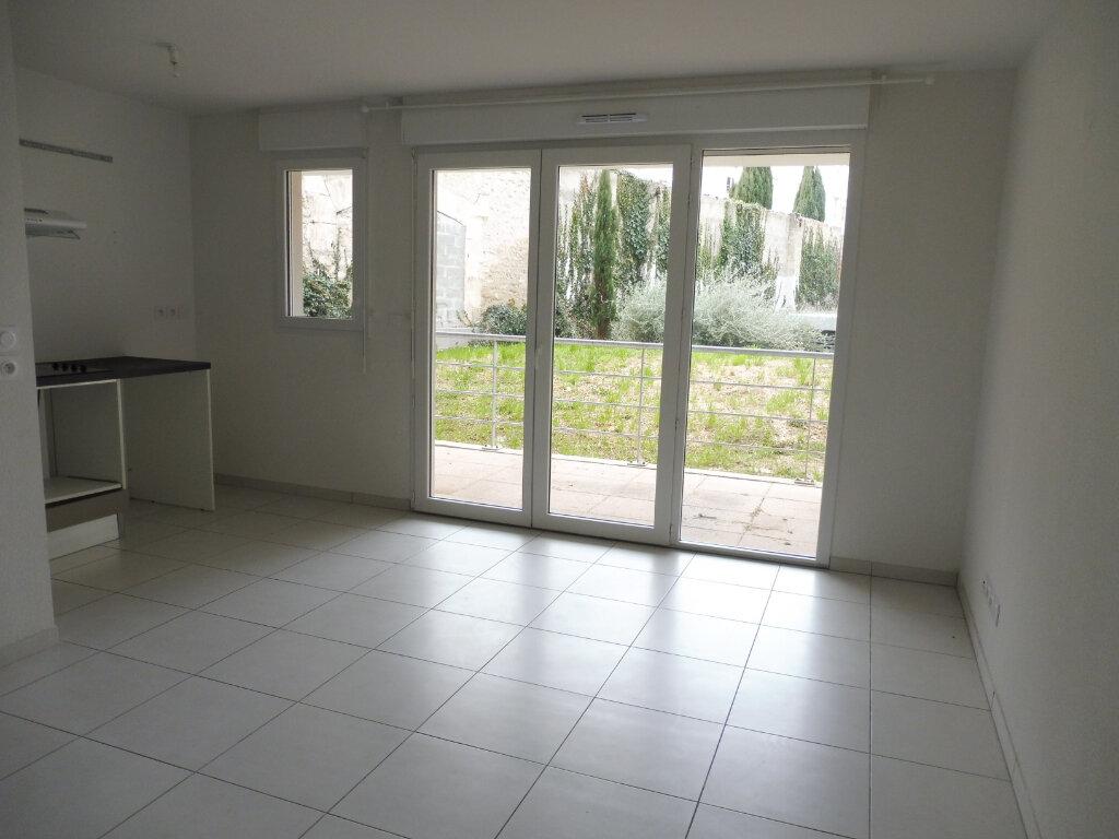 Appartement à louer 3 60.9m2 à Avignon vignette-2