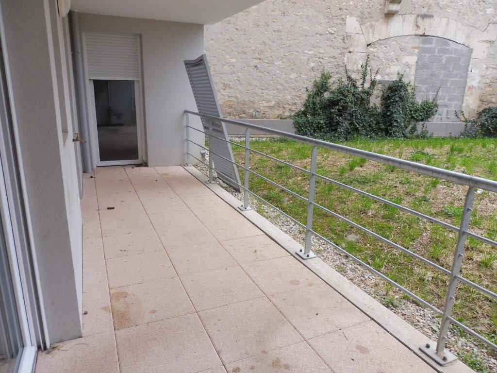 Appartement à louer 3 60.9m2 à Avignon vignette-3