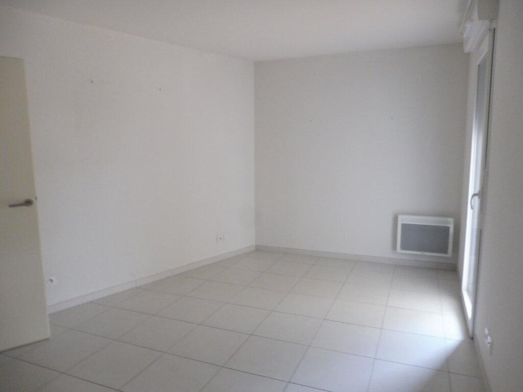 Appartement à louer 3 60.9m2 à Avignon vignette-4