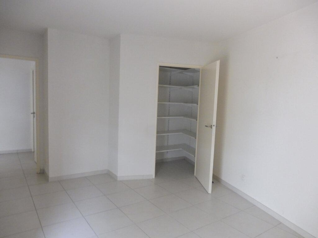 Appartement à louer 3 60.9m2 à Avignon vignette-5