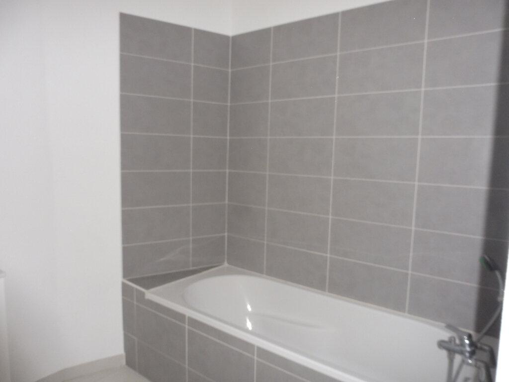 Appartement à louer 3 60.9m2 à Avignon vignette-6