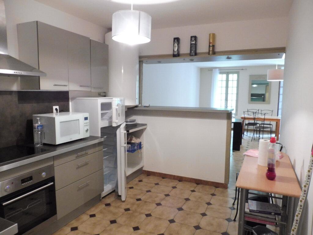 Appartement à louer 2 75m2 à Avignon vignette-4