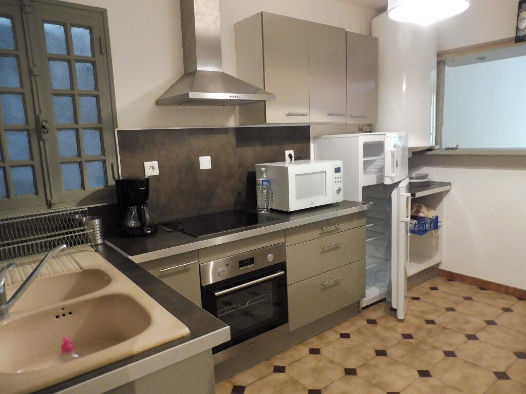 Appartement à louer 2 75m2 à Avignon vignette-5