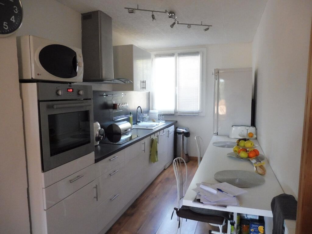 Appartement à louer 3 68.88m2 à Avignon vignette-1