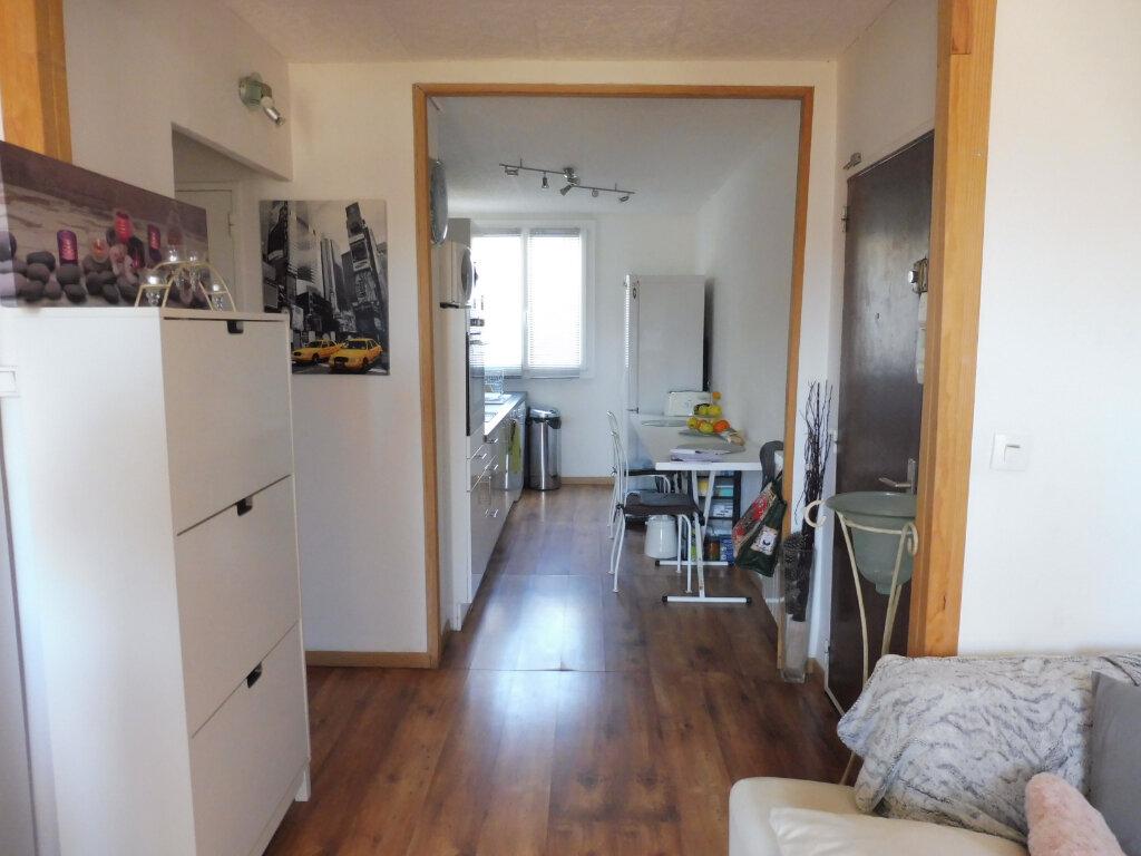 Appartement à louer 3 68.88m2 à Avignon vignette-4