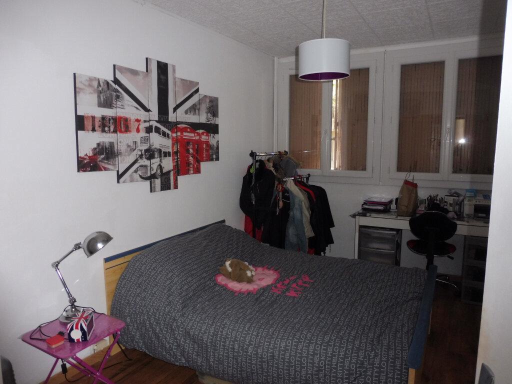 Appartement à louer 3 68.88m2 à Avignon vignette-6