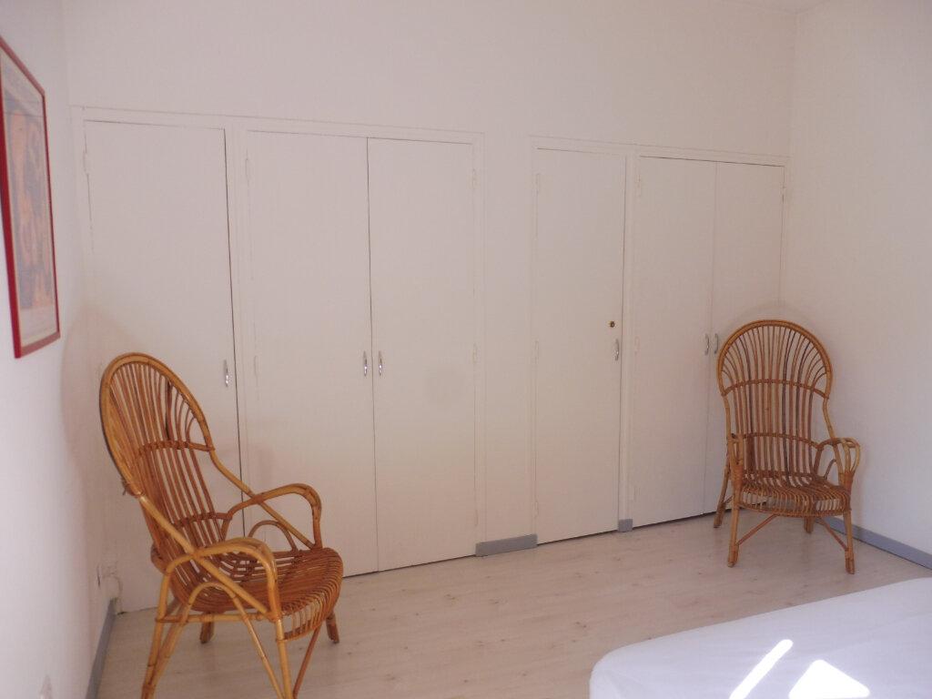 Appartement à louer 2 35m2 à Avignon vignette-8