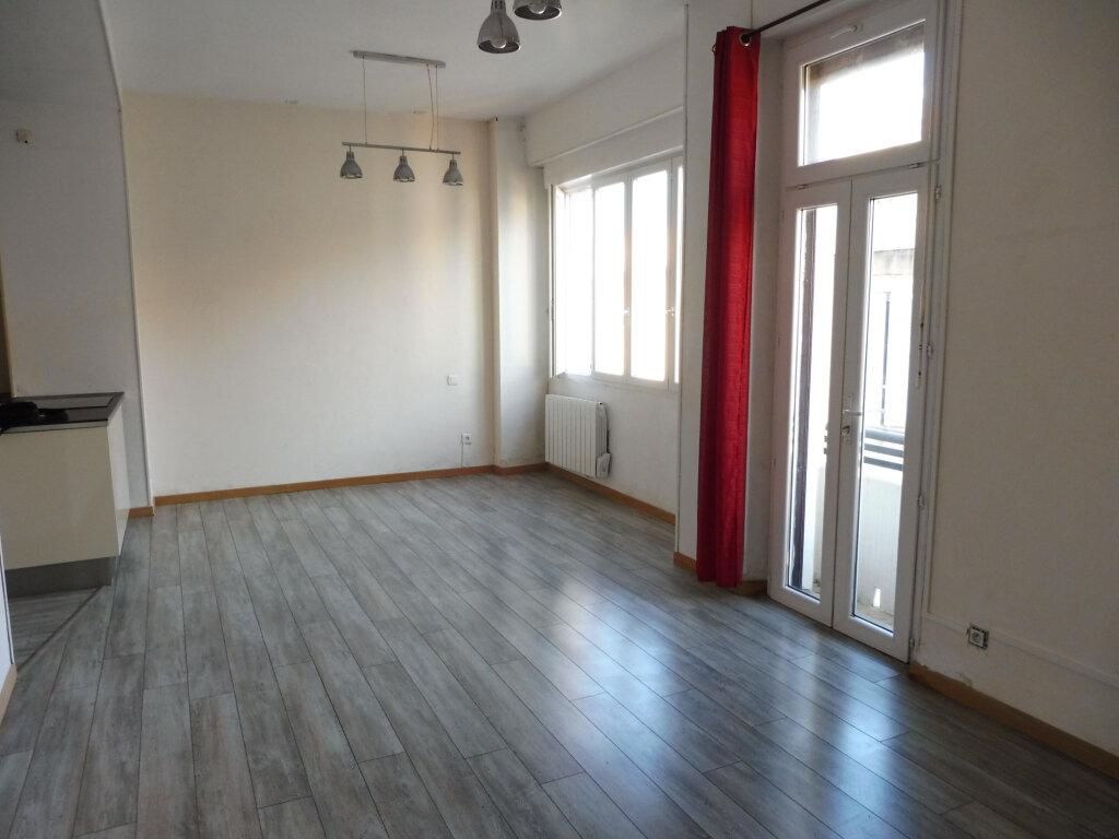 Appartement à louer 2 46m2 à Avignon vignette-3