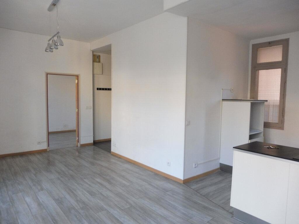 Appartement à louer 2 46m2 à Avignon vignette-6