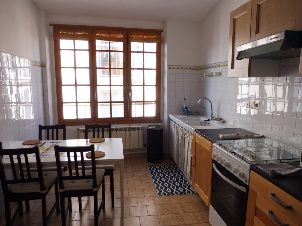Appartement à louer 3 51.37m2 à Avignon vignette-1