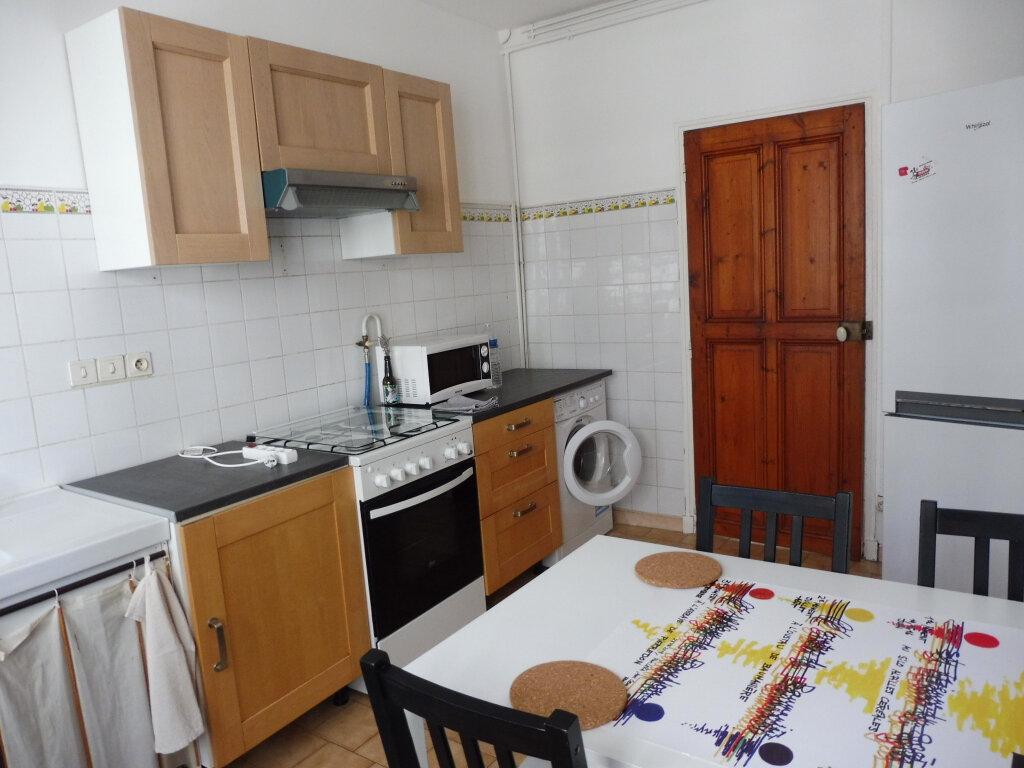 Appartement à louer 3 51.37m2 à Avignon vignette-2