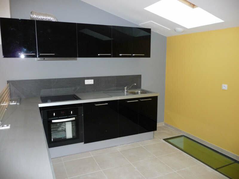 Appartement à louer 3 80m2 à Aramon vignette-2