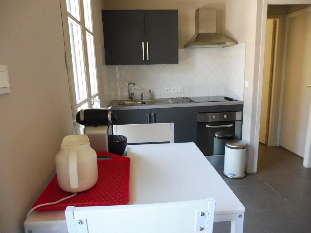 Appartement à louer 1 25m2 à Avignon vignette-2