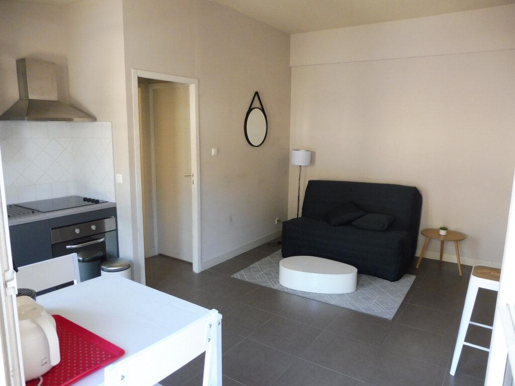 Appartement à louer 1 25m2 à Avignon vignette-3
