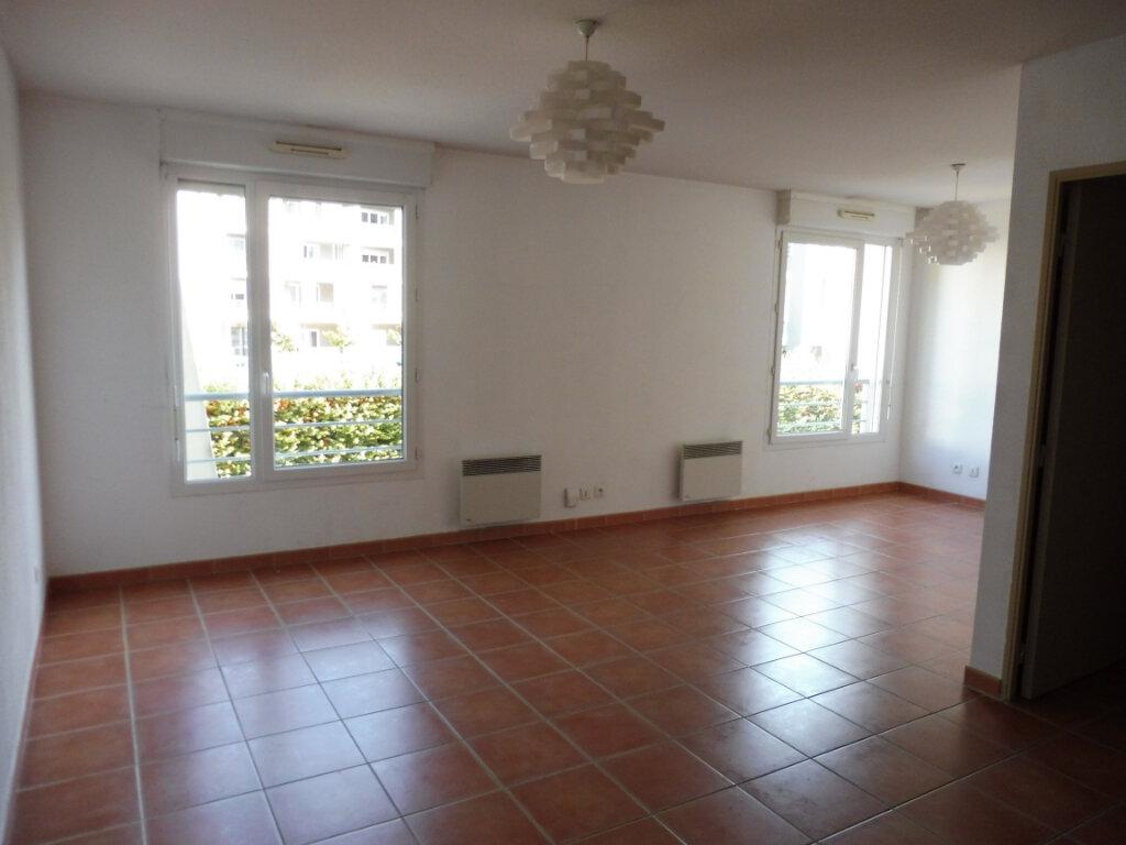 Appartement à louer 2 55m2 à Avignon vignette-1
