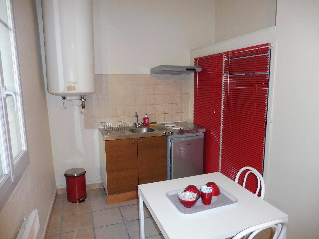 Appartement à louer 1 30m2 à Avignon vignette-5