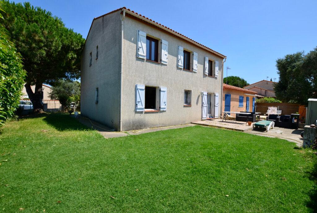 Maison à vendre 7 120m2 à Sainte-Marie vignette-1