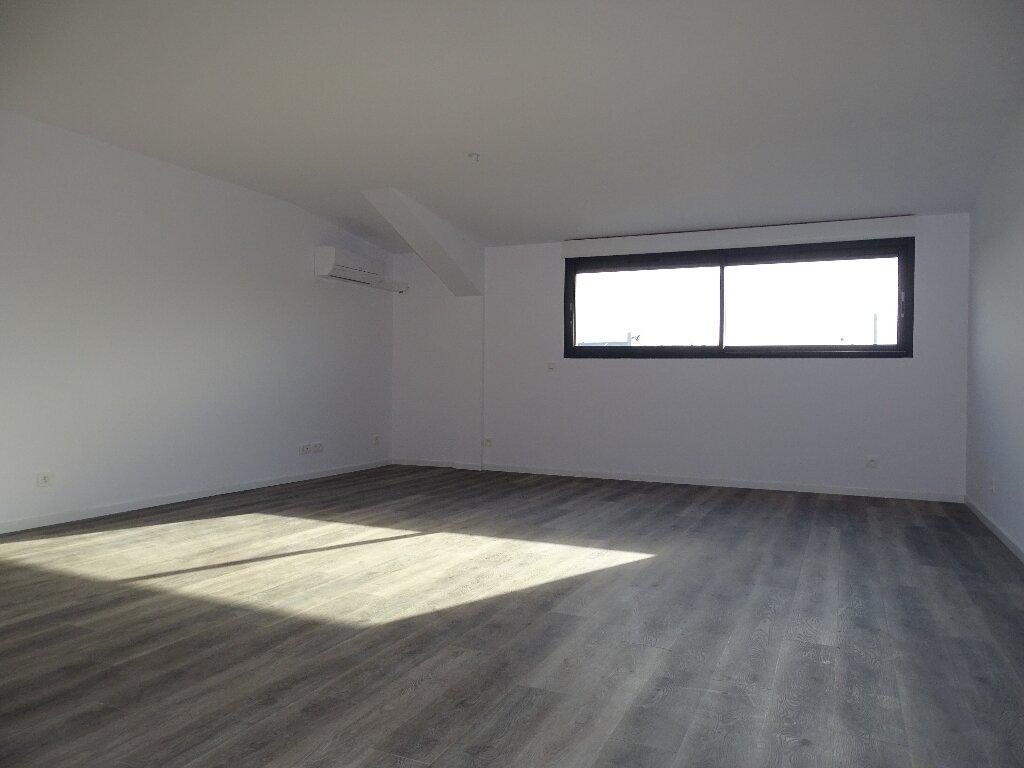 Appartement à louer 3 85m2 à Sainte-Marie vignette-2