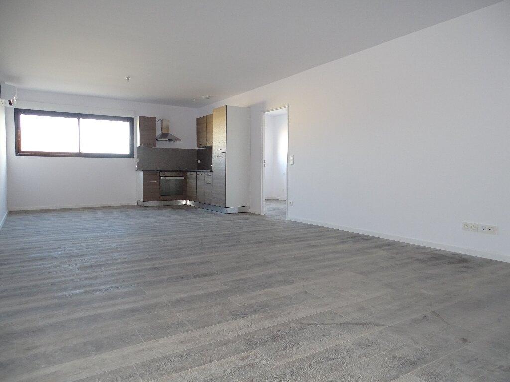 Appartement à louer 5 115m2 à Sainte-Marie vignette-1