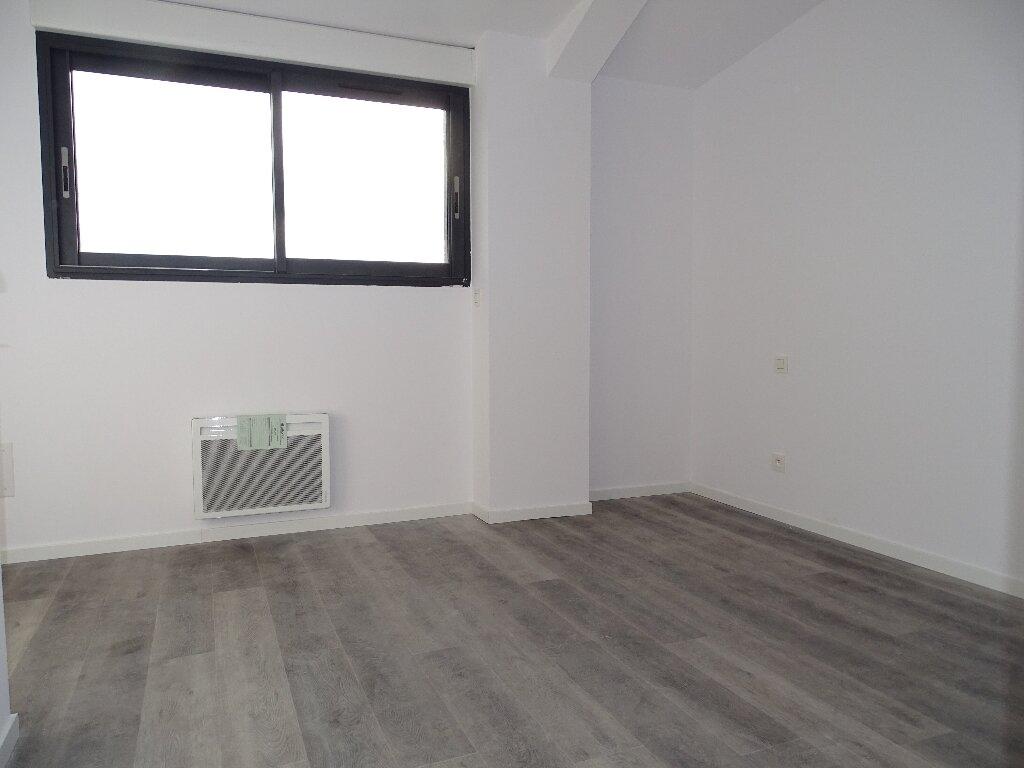 Appartement à louer 5 115m2 à Sainte-Marie vignette-5