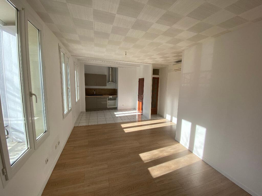 Maison à louer 3 70m2 à Palau-del-Vidre vignette-1